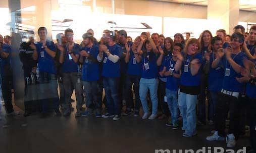 Fiesta dentro de la tienda de Apple